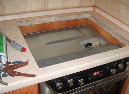 mozhno-li-ustanavlivat-gaz-panel-i-elektroshkaf-pod-ney-sherzinger