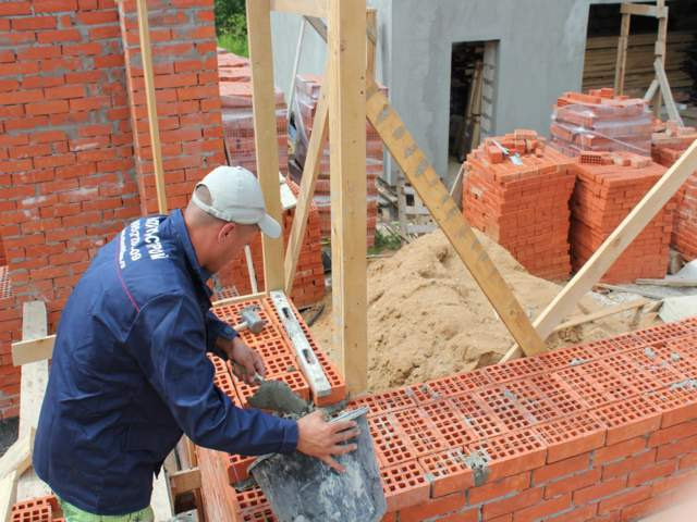 Как построить дом своими руками с кирпичом